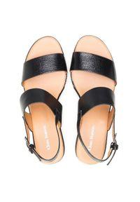 Czarne sandały Clara Barson na średnim obcasie, na obcasie