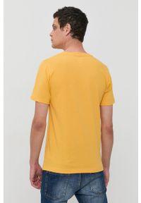 New Balance - T-shirt bawełniany. Okazja: na co dzień. Kolor: żółty. Materiał: bawełna. Wzór: nadruk. Styl: casual