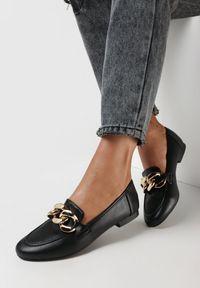 Born2be - Czarne Mokasyny Phaeronia. Nosek buta: okrągły. Zapięcie: bez zapięcia. Kolor: czarny. Wzór: aplikacja. Obcas: na obcasie. Wysokość obcasa: niski