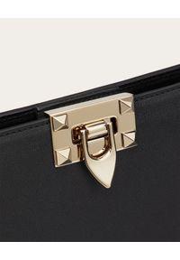 VALENTINO - Skórzana torebka Rockstud. Kolor: czarny. Wzór: aplikacja. Materiał: skórzane. Styl: klasyczny, elegancki. Rodzaj torebki: na ramię