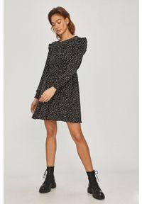 Answear Lab - Sukienka. Kolor: czarny. Długość rękawa: długi rękaw. Typ sukienki: rozkloszowane. Styl: wakacyjny