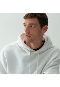 Biała bluza Reserved z kapturem, klasyczna