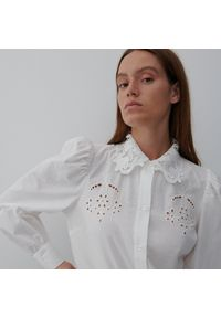 Reserved - Koszula z ażurowym zdobieniem - Kremowy. Kolor: kremowy. Wzór: aplikacja, ażurowy