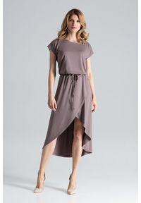 Figl - Brązowa Ciekawa Sukienka z Wiązanymi Troczkami w Pasie. Kolor: brązowy. Materiał: wiskoza, elastan