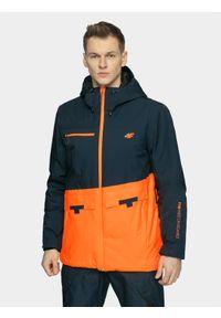 4f - Kurtka snowboardowa męska. Typ kołnierza: kaptur. Kolor: niebieski. Materiał: materiał, poliester. Sezon: zima. Sport: snowboard