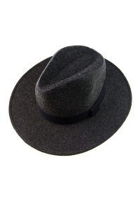 Szara czapka EM Men's Accessories klasyczna, na jesień