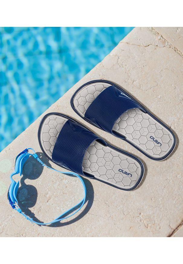 LANO - Klapki dziecięce basenowe Lano KL-2-6143-1A Granatowe. Okazja: na plażę. Kolor: niebieski. Materiał: guma