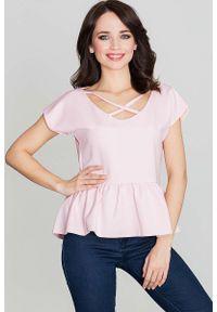 Katrus - Różowa Bluzka Kobieca z Falbanką. Kolor: różowy. Materiał: elastan, poliester