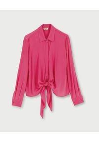 Liu Jo - LIU JO - Różowa koszula z wiązaniem. Okazja: na spotkanie biznesowe, do pracy. Kolor: różowy, fioletowy, wielokolorowy. Materiał: tkanina, materiał. Długość rękawa: długi rękaw. Długość: długie. Styl: elegancki, klasyczny, biznesowy