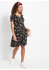 Sukienka shirtowa bonprix czarny w kwiaty. Kolor: czarny. Wzór: kwiaty