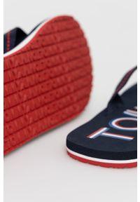 Tommy Jeans - Japonki. Kolor: niebieski. Materiał: materiał, guma. Obcas: na obcasie. Wysokość obcasa: niski