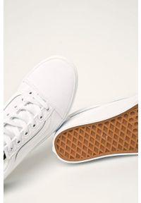 Vans - Tenisówki Old Skool. Zapięcie: sznurówki. Kolor: biały. Materiał: guma. Szerokość cholewki: normalna