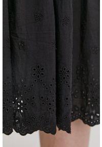 Answear Lab - Sukienka. Kolor: czarny. Materiał: koronka, tkanina. Wzór: gładki. Typ sukienki: rozkloszowane. Styl: wakacyjny