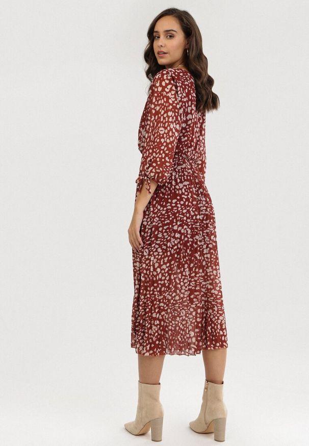 Czerwona sukienka Born2be