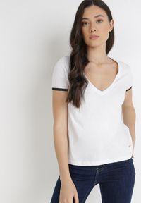 Born2be - Biały T-shirt Kephina. Kolor: biały. Materiał: bawełna, jersey, dzianina, koronka. Długość rękawa: krótki rękaw. Długość: krótkie. Wzór: koronka. Styl: klasyczny, elegancki