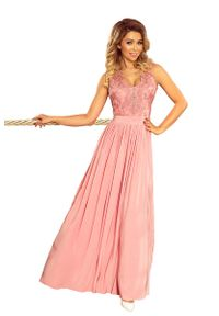 Różowa sukienka wieczorowa Numoco maxi, w koronkowe wzory