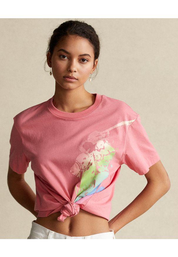 Ralph Lauren - RALPH LAUREN - Różowy t-shirt z graficznym nadrukiem. Typ kołnierza: polo. Kolor: wielokolorowy, fioletowy, różowy. Materiał: tkanina. Wzór: nadruk
