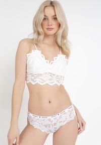 Born2be - Białe Majtki Physyxio. Kolor: biały. Materiał: bawełna, koronka. Wzór: napisy, kwiaty, koronka