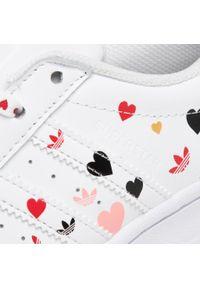 Białe półbuty Adidas casualowe, na co dzień, z cholewką