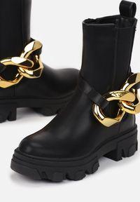 Renee - Czarne Botki Kerena. Nosek buta: okrągły. Kolor: czarny. Materiał: materiał. Szerokość cholewki: normalna. Styl: klasyczny