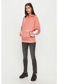 Różowa bluza adidas Originals raglanowy rękaw, z kapturem