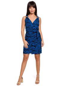 MOE - Mini Sukienka na Zakładkę w Zwierzęcy Print - Chabrowa. Kolor: niebieski. Materiał: wiskoza. Wzór: motyw zwierzęcy, nadruk. Długość: mini