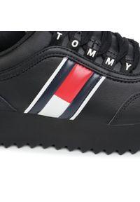 Czarne półbuty na koturnie Tommy Jeans na średnim obcasie, z cholewką