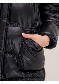 Czarna kurtka puchowa Woolrich