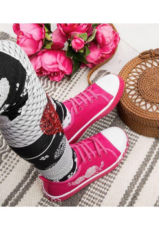 Różowe trampki UNDERLINE bez zapięcia, w kolorowe wzory