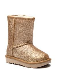 Ugg - Buty UGG - T Classic Short II Glitter 1098491T T/Gold. Okazja: na spacer. Kolor: złoty. Materiał: wełna, materiał. Szerokość cholewki: normalna. Wzór: aplikacja. Sezon: zima. Styl: młodzieżowy