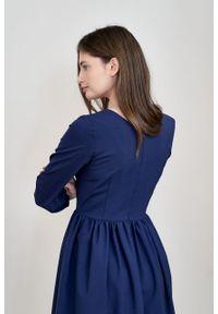 Marie Zélie - Sukienka Hypatia granat wełna. Materiał: wełna. Wzór: motyw zwierzęcy
