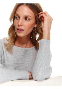 Szary sweter TOP SECRET na wiosnę, długi, w kolorowe wzory