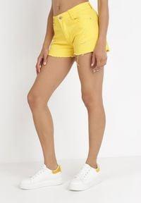 Born2be - Żółte Szorty Kisyse. Kolor: żółty