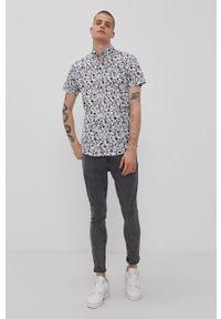 PRODUKT by Jack & Jones - Produkt by Jack & Jones - Koszula bawełniana. Okazja: na co dzień. Typ kołnierza: button down. Kolor: biały. Materiał: bawełna. Długość rękawa: krótki rękaw. Długość: krótkie. Wzór: aplikacja. Styl: casual