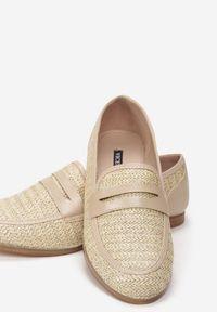 Born2be - Jasnobeżowe Mokasyny Fellows. Nosek buta: okrągły. Zapięcie: bez zapięcia. Kolor: beżowy. Szerokość cholewki: normalna. Wzór: gładki. Wysokość cholewki: przed kostkę. Materiał: materiał. Obcas: na obcasie. Wysokość obcasa: niski