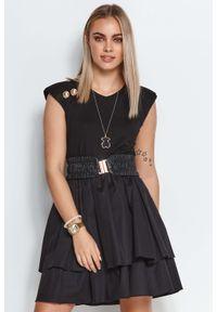 Makadamia - Rozkloszowana Sukienka z Paskiem i Złotymi Guzikami - Czarna. Kolor: złoty, wielokolorowy, czarny. Materiał: elastan, bawełna, wiskoza