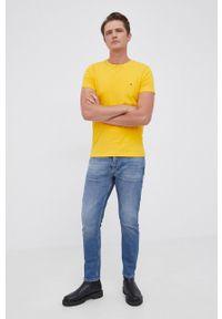 TOMMY HILFIGER - Tommy Hilfiger - T-shirt. Okazja: na co dzień. Kolor: żółty. Materiał: bawełna, dzianina. Wzór: gładki. Styl: casual