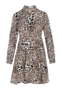 Born2be - Camelowa Sukienka Nethanthe. Długość rękawa: długi rękaw. Wzór: motyw zwierzęcy. Typ sukienki: koszulowe. Długość: mini