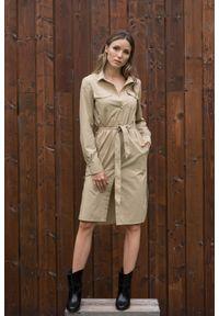 VEVA - Szmizjerka - beżowa sukienka koszulowa Eternity. Okazja: do pracy. Kolor: beżowy. Materiał: skóra. Długość rękawa: długi rękaw. Typ sukienki: koszulowe, szmizjerki. Styl: sportowy, klasyczny, elegancki