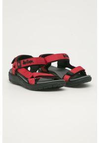 Czerwone sandały Lee Cooper na rzepy, na niskim obcasie