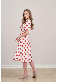 Marie Zélie - Sukienka Aerin w czerwone grochy. Kolor: czerwony. Materiał: bawełna, skóra, materiał. Wzór: grochy. Typ sukienki: trapezowe