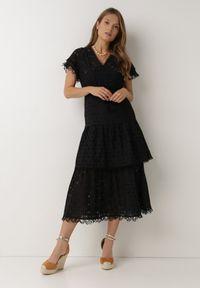 Born2be - Czarna Sukienka Nevarde. Kolor: czarny. Materiał: bawełna. Długość rękawa: krótki rękaw. Wzór: haft. Styl: boho. Długość: midi