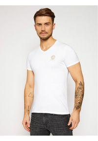 VERSACE - Versace T-Shirt Scollo AUU01004 Biały Regular Fit. Kolor: biały