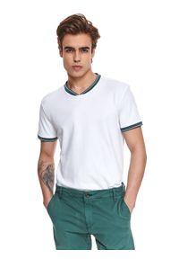 TOP SECRET - T-shirt z dekoltem typu bomber. Kolor: biały. Materiał: bawełna, tkanina. Długość rękawa: krótki rękaw. Długość: krótkie. Sezon: lato. Styl: klasyczny