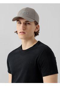 Szara czapka z daszkiem 4f z haftami