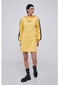 Ellesse - Sukienka. Okazja: na co dzień. Typ kołnierza: kaptur. Kolor: żółty. Materiał: bawełna, dzianina. Długość rękawa: długi rękaw. Wzór: gładki. Typ sukienki: proste. Styl: casual