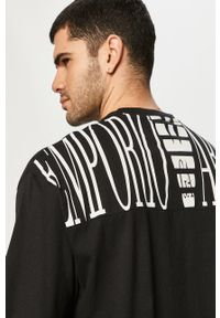 Czarny t-shirt Emporio Armani z nadrukiem