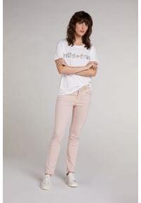T-shirt z krótkim rękawem oraz napisem wild + free Oui. Kolor: biały. Materiał: bawełna. Długość rękawa: krótki rękaw. Długość: krótkie. Wzór: napisy