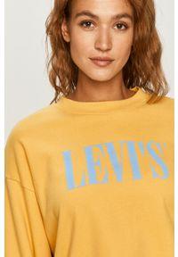 Levi's® - Levi's - Bluza. Okazja: na spotkanie biznesowe. Kolor: żółty. Materiał: dzianina. Wzór: nadruk. Styl: biznesowy