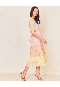 LOVE SHACK FANCY - Kolorowa sukienka midi Ollie. Okazja: na imprezę. Kolor: różowy, wielokolorowy, fioletowy. Materiał: bawełna, materiał. Wzór: kolorowy. Długość: midi